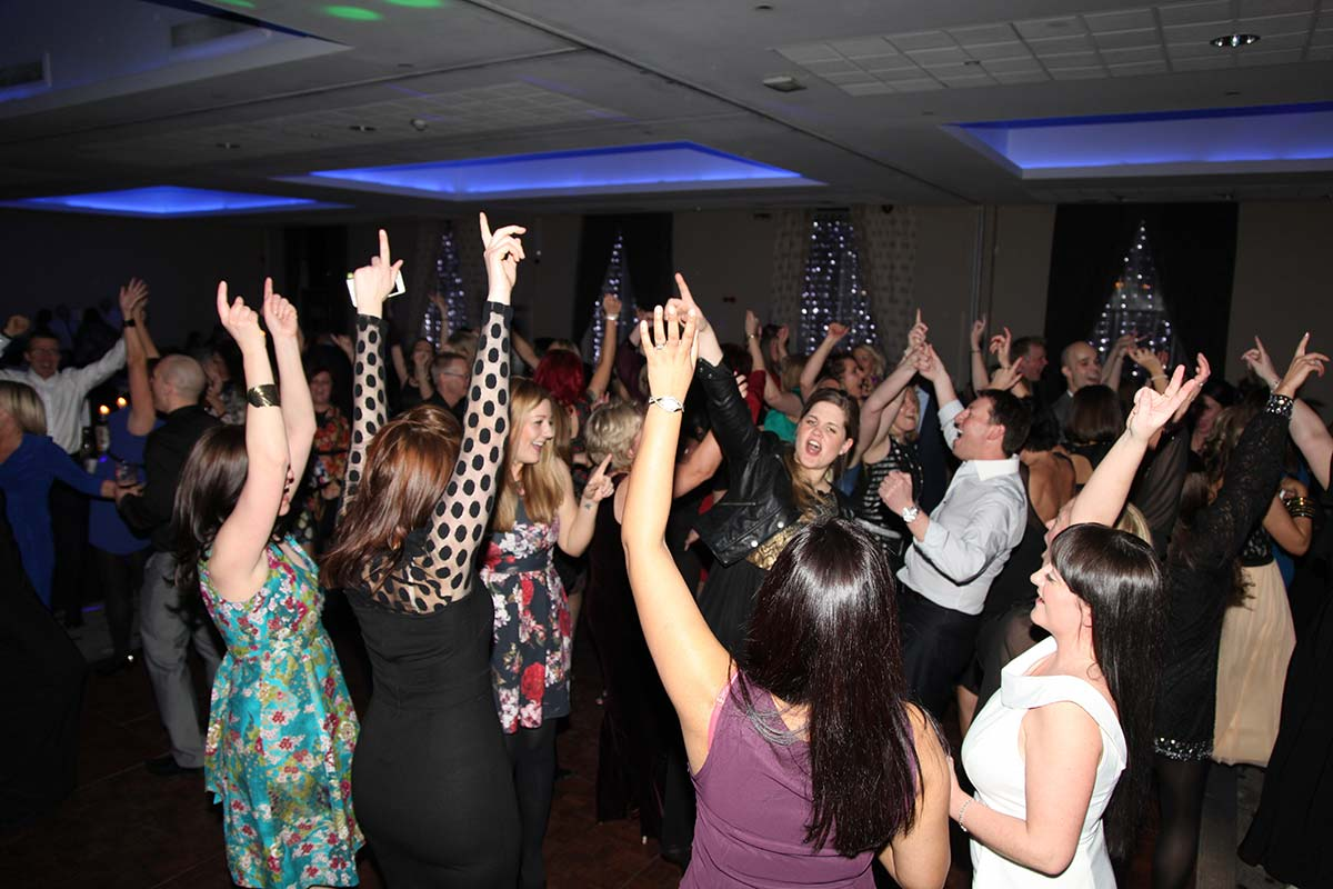 Live Wedding Band Slinky | Rock Pop and Indie Wedding Band | The audience raise their hands at a birthday party.