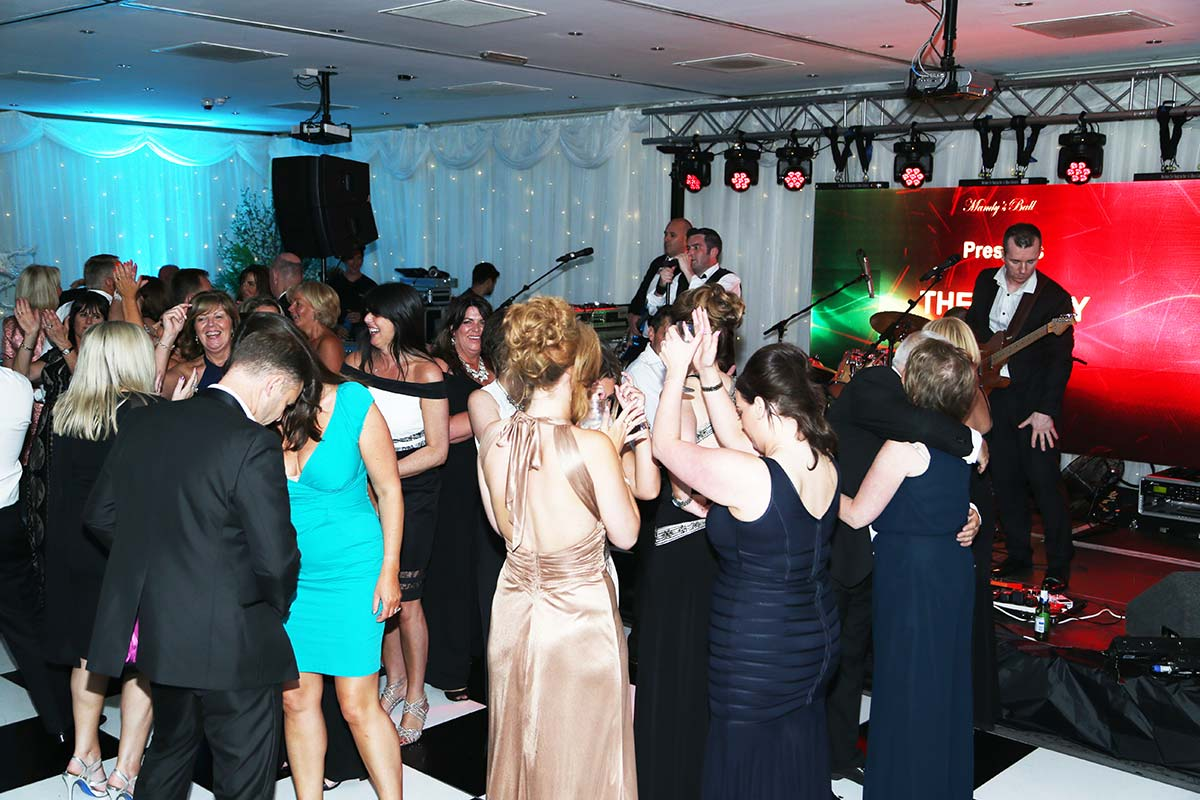 Live Wedding Band Slinky | Rock Pop and Indie Wedding Band | The audience giving the band a round of applause during a corporate event.